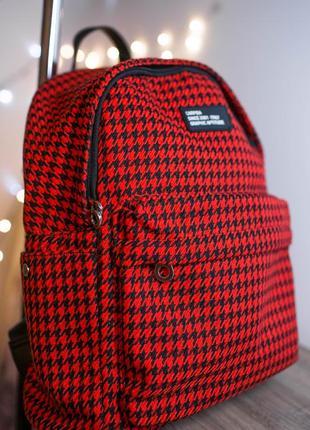 Большой красный рюкзак в клетку