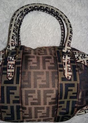 Брендовая ,модная сумка от fendi .италия