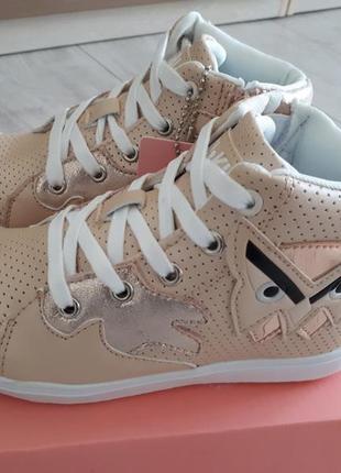 Спортивные деми ботиночки кеды