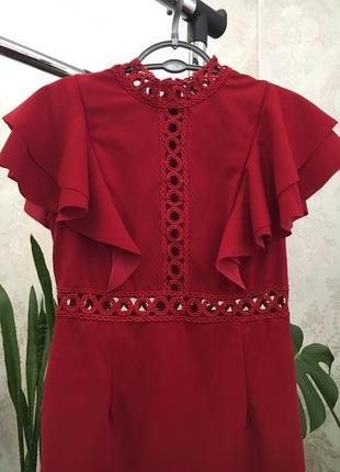 Красное платье с рюшами5 фото