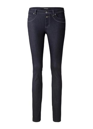 Основа повседневного гардероба - темно-синие джинсы с контрастной прострочкой - tchibo