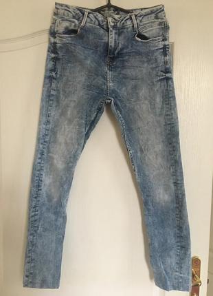 Узкие джинсы с высокой талией