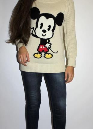 Тёплый бедный свитер с микки свободного кроя . на бирке 10(м)
