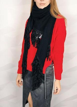 Идеальный шарф с бахромой bershka очень мягкий, фасон треугольник, бахрома под замш