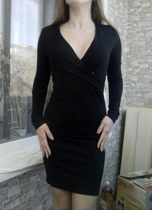 Роскошное платье с глубоким вырезом и запахом french connection