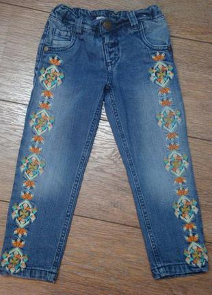 Красивые джинсы с вышивкой  m&s 3-4 года на подкладке