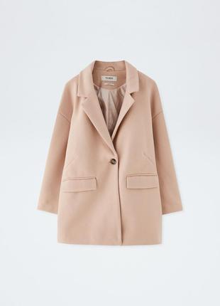 Очень красивое бежевое пальто