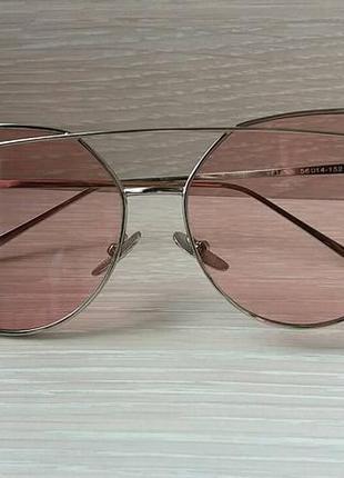 Солнцезащитные розовые очки в серебряной оправе