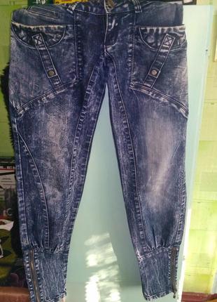Продам женские джинсы-бананы