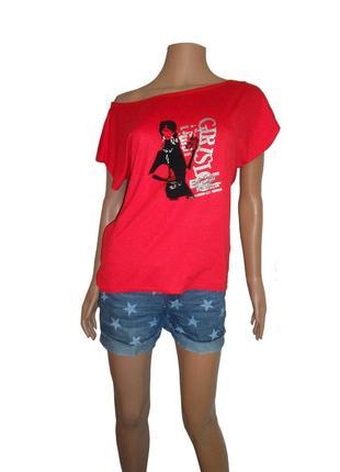 Красная футболка, удлиненная спинка