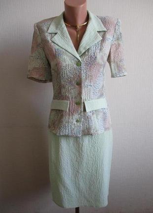 Летний светло-салатовый костюм в цветочный принт