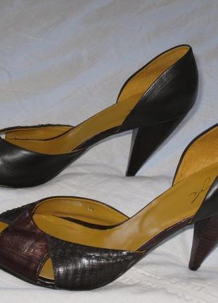 Красивые кожаные туфли на высоком каблуке egle