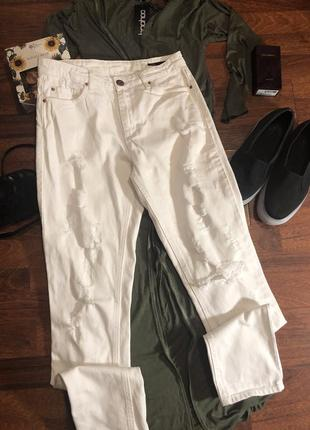 Белые джинсы бойфренд с порванностями 💥