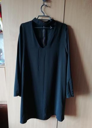 Классное чёрное платье с чокером