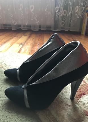 Брендові туфлі на каблуку