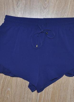Тонкие шорты ярко-синего цвета с рюшами/воланами