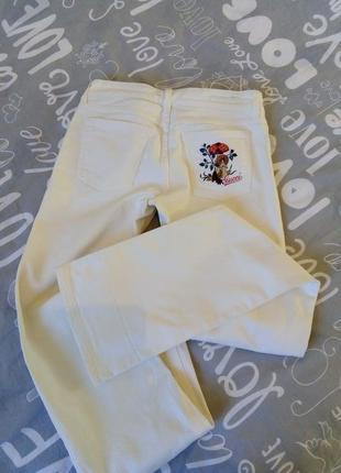 Белые джинсы известного бренда. оригинал!