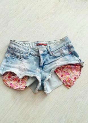 Шорты джинсовые потертые со звездами