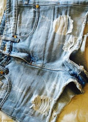 Короткі джинсові шорти