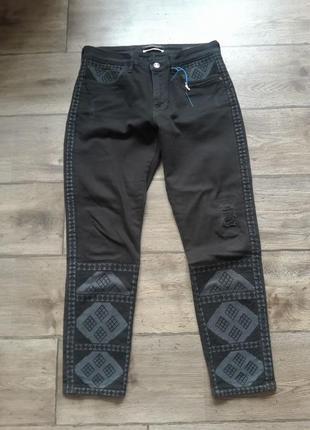 Бойфренды. бананы.  слим фит супер стильные джинсы с вышивкой maison scotch. оригинал.