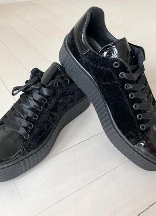 Кеды, ботинки, чёрные вилюровын. лаковые на танкетке, 38-38.5