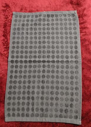 Милое махровое полотенце в горошек