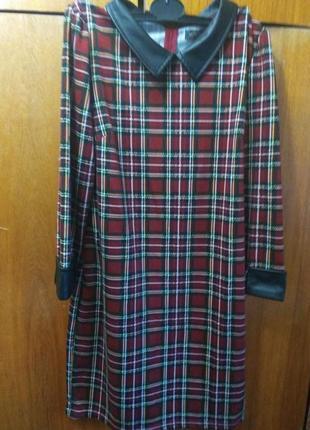 Шикарное красное платье в клетку шотландский стиль р. 44-46. вставки из кожи зама