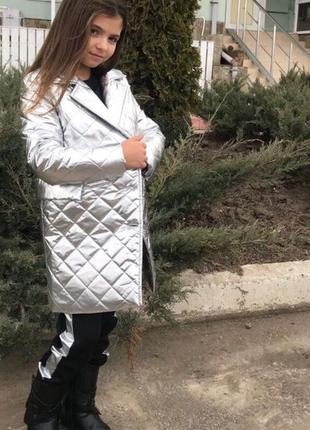Детское стёганое пальто для девочки серебро 122-140