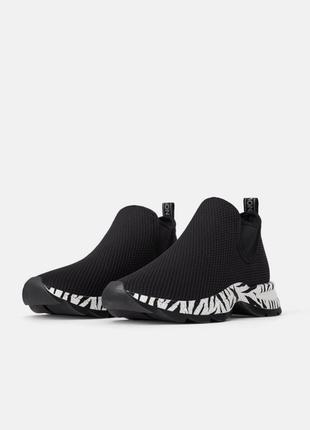 Новые фирменные кроссовки из текстиля
