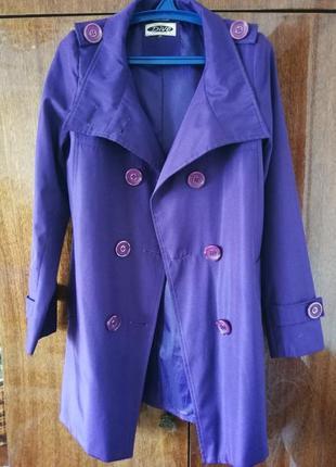 Яскравий фіолетовий тренч