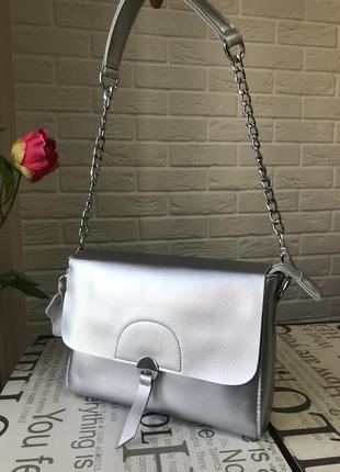 Кожаный клатч серебряного цвета