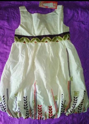 Молочное платье с орнаментом