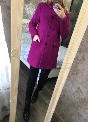 Малиновое  пальто 50% шерсть очень тёплое