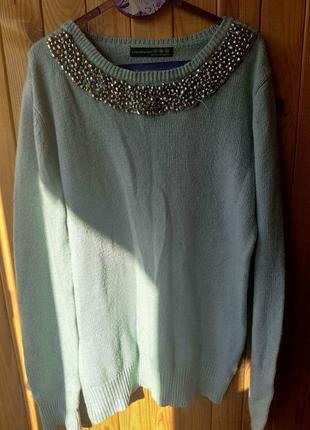 Вязанный пастельный свитер с нашивкой декорацией украшением теплый стильный колье