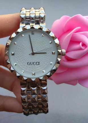 Новые модные часы металлические, серебристые