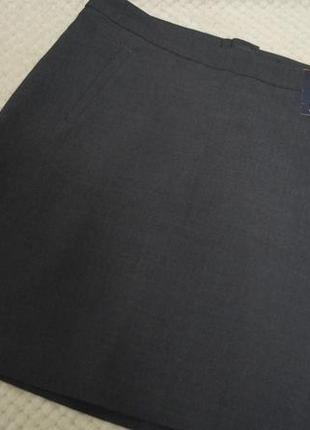 Темно серая офисная юбка