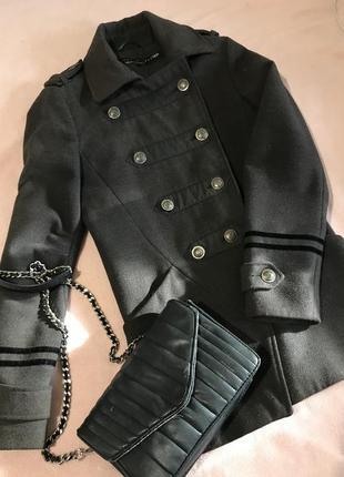 Серое пальто в гусарском стиле
