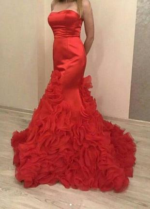 Красное платье sherri hill