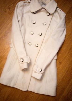 Пальто zara белое бежевое классик
