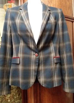 Стильный пиджак- с латками на локтях---бренд  -zara--  s\m