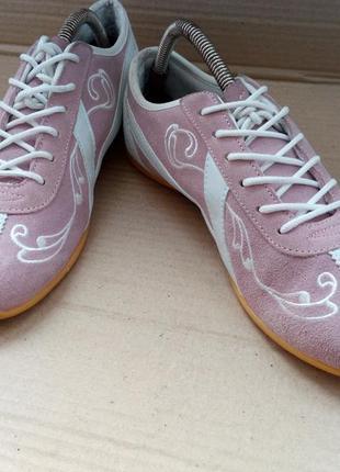 Замшеві дуже зручні кросівки