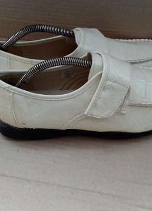 Якісні нові туфлі