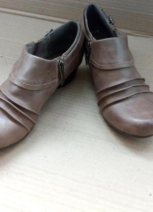 Окуратні та дуже симпатичні туфельки.