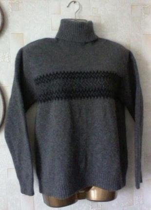 Шерстяной свитер от hugo boss, разм.46