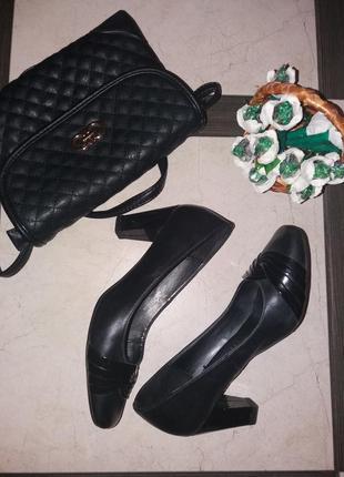 Черные кожаные классические туфли на среднем каблуке footglove р.37 стелька 24 см.