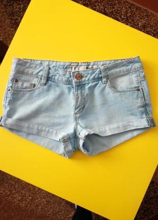 Короткие джинсовые шорты!светло-голубого цвета!