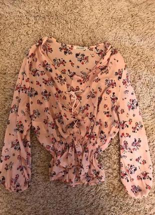 Розовая шифоновая блуза в цветы