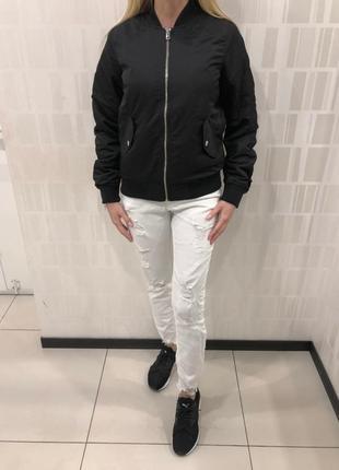 Чёрный бомбер утеплённая куртка ветровка. amisu. размеры уточняйте.