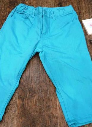 Стильные джинсовые бриджи бирюзового цвета