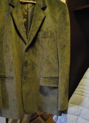 Очень красивый вельветовый пиджак